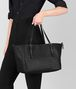 BOTTEGA VENETA MITTLERE TOTE BAG AUS INTRECCIATO NAPPA IN NERO Shopper D ap