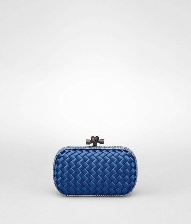 BOTTEGA VENETA KNOT CLUTCH AUS INTRECCIO IMPERO IN ELECTRIQUE MIT AYERS-DETAILS Clutch D fp