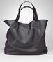 BOTTEGA VENETA TOTE BAG AUS INTRECCIOMIRAGE IN TOURMALINE Shopper U fp