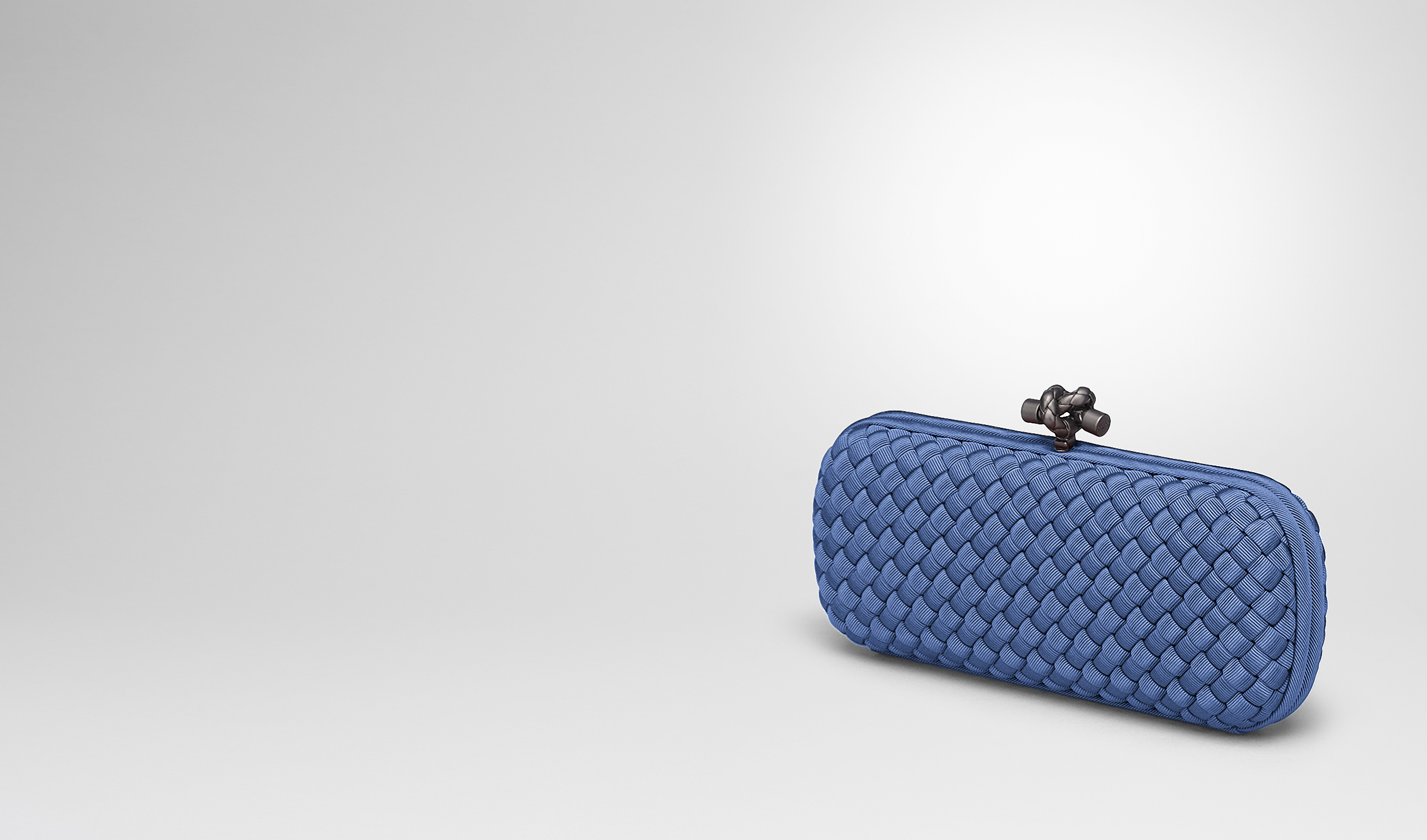 BOTTEGA VENETA Clutch D STRETCH KNOT CLUTCH AUS INTRECCIO FAILLE MOIRE IN ELECTRIQUE pl