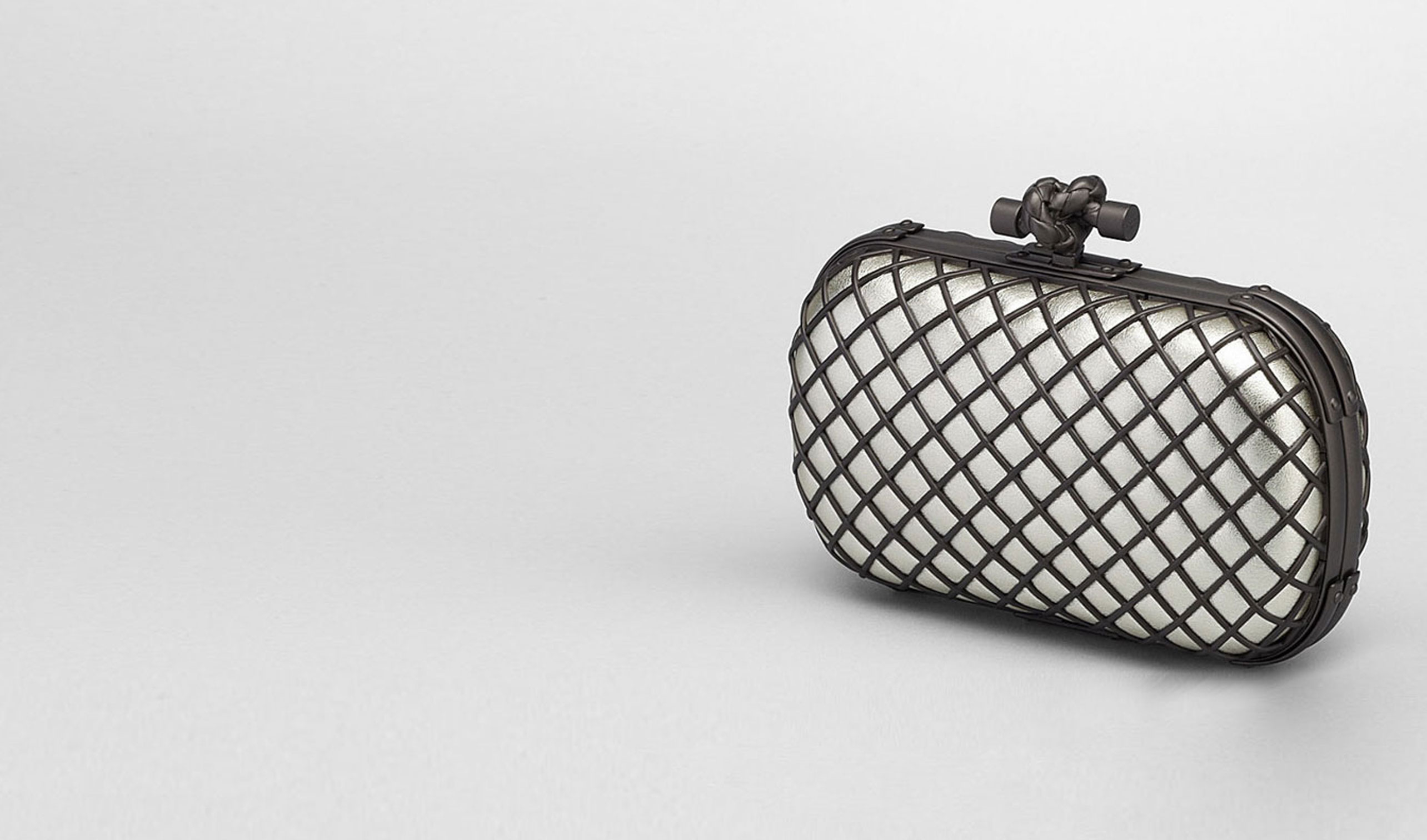 BOTTEGA VENETA Clutch D PLATINUM METAL GRID KNOT pl