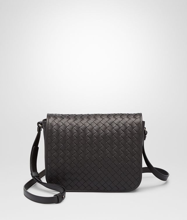 BOTTEGA VENETA Nero Intrecciato Nappa Messenger Bag Crossbody bag D fp