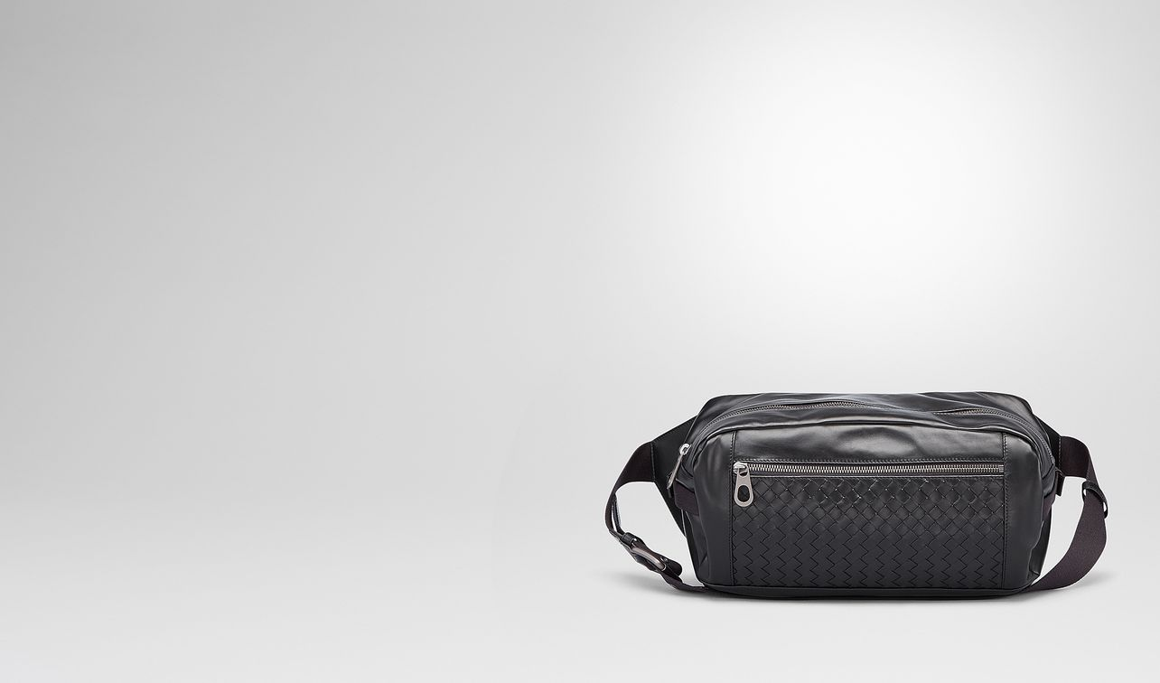 belt bag in nero intrecciato calf landing