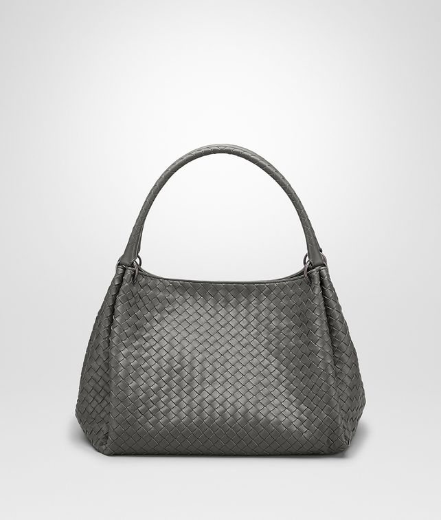 BOTTEGA VENETA PARACHUTE TASCHE AUS INTRECCIATO NAPPA IN NEW LIGHT GREY Schultertasche D fp