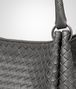 BOTTEGA VENETA PARACHUTE TASCHE AUS INTRECCIATO NAPPA IN NEW LIGHT GREY Schultertasche D ep