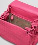 BOTTEGA VENETA SAC MESSENGER ROSE SHOCKING EN NAPPA INTRECCIATO Sac à bandoulière D dp