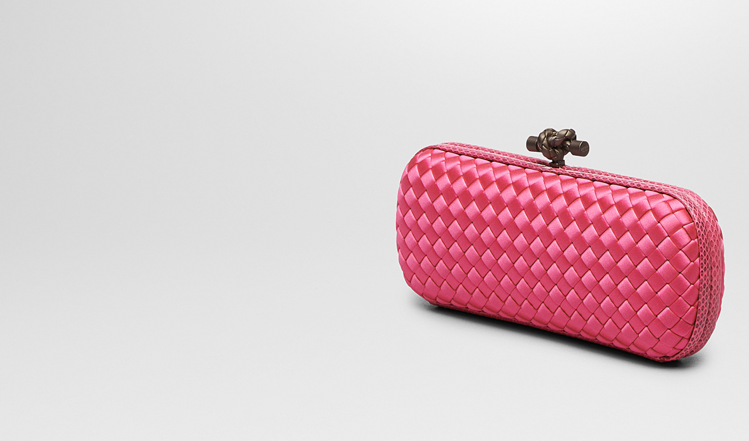 BOTTEGA VENETA Clutch D STRETCH KNOT CLUTCH IN ROSA SHOCK INTRECCIO IMPERO, AYERS DETAILS pl