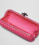 BOTTEGA VENETA STRETCH KNOT AUS INTRECCIO IMPERO IN ROSA SHOCK MIT AYERS-DETAILS Clutch D dp
