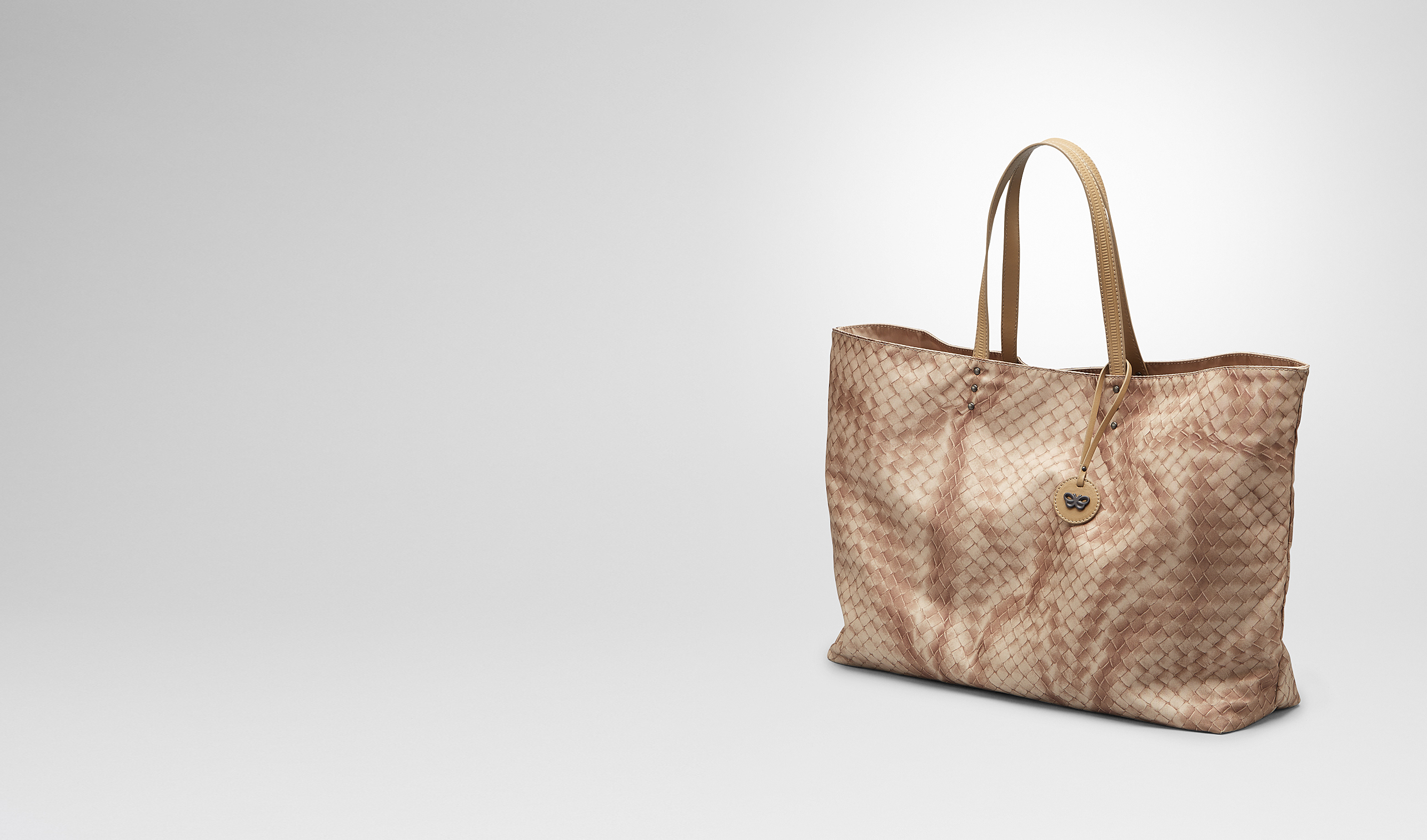 BOTTEGA VENETA Tote Bag D Sand Intrecciolusion Tote Bag pl