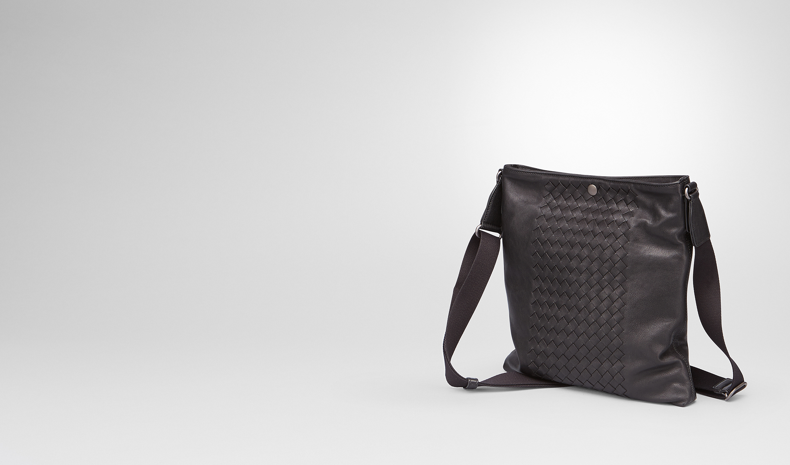 BOTTEGA VENETA Messenger Bag U MESSENGER BAG IN NERO INTRECCIATO NAPPA pl