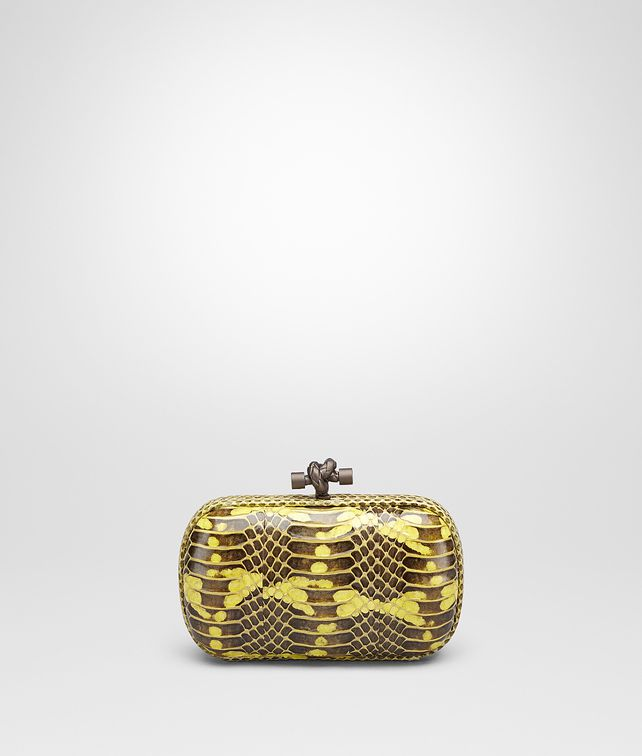 BOTTEGA VENETA KNOT IN NEW CHARTREUSE MANGROVIA AND AYERS Clutch Woman fp