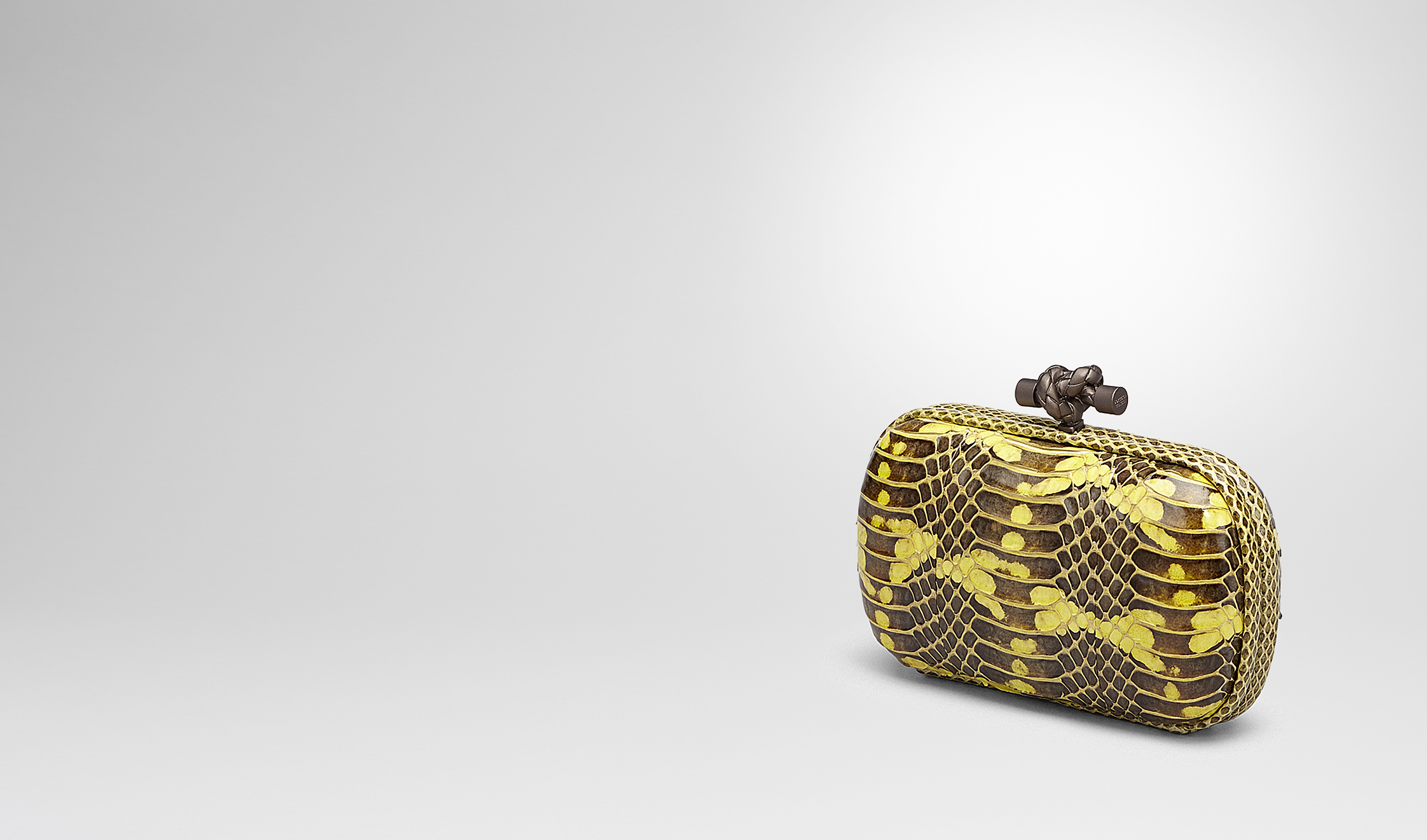 BOTTEGA VENETA Clutch D KNOT CLUTCH IN NEW CHARTREUSE MANGROVIA AND AYERS pl