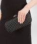 BOTTEGA VENETA STRETCH KNOT IN NERO INTRECCIO IMPERO, AYERS DETAILS Clutch D ap