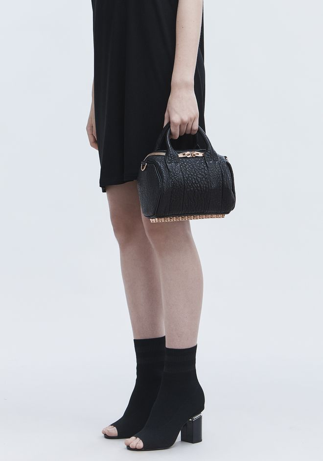 MINI ROCKIE IN PEBBLED BLACK WITH ROSE GOLD