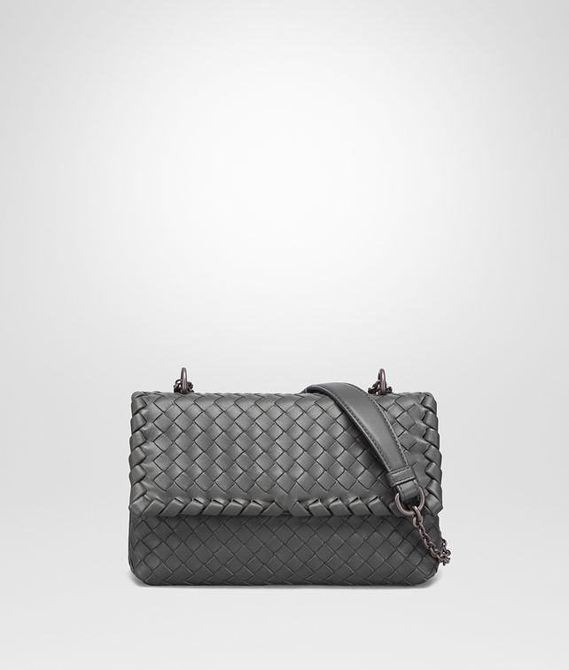 BOTTEGA VENETA BABY OLIMPIA TASCHE AUS INTRECCIATO NAPPA IN NEW LIGHT GREY Schultertasche D fp