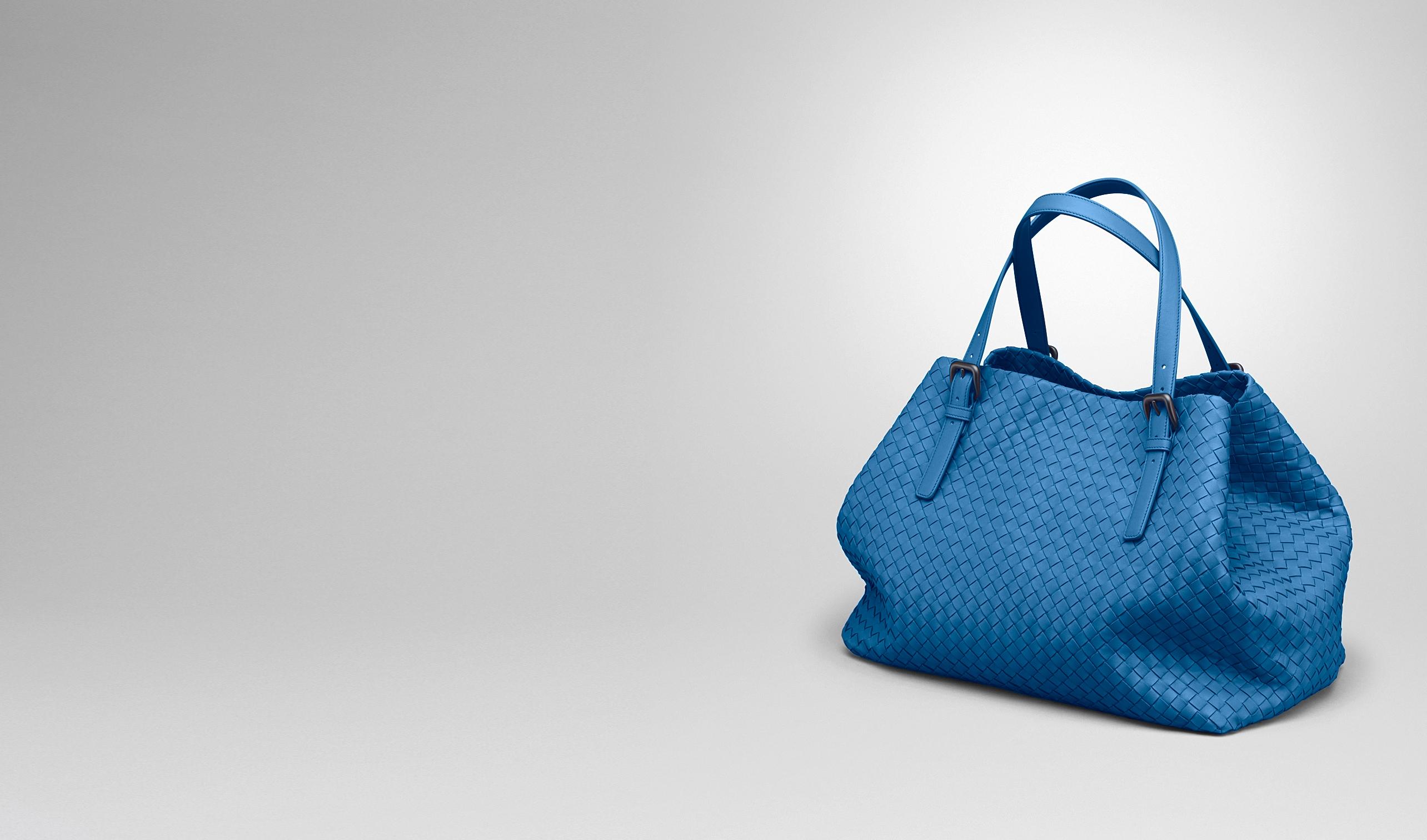 e7dfced997  Bottega Veneta® - LARGE TOTE BAG IN BLUETTE INTRECCIATO NAPPA 