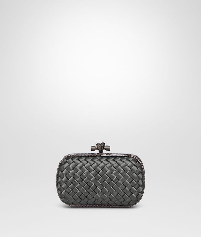 BOTTEGA VENETA KNOT IN NEW LIGHT GREY INTRECCIO IMPERO, AYERS DETAILS Clutch Woman fp