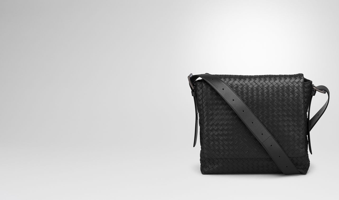 messenger bag in nero intrecciato calf landing