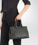 BOTTEGA VENETA MITTLERE TASCHE AUS INTRECCIATO NAPPA IN NEW LIGHT GREY Henkeltasche D ap