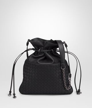 BUCKET BAG AUS INTRECCIATO NAPPA IN NERO