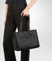 BOTTEGA VENETA MEDIUM TOTE BAG IN NERO INTRECCIATO NAPPA Tote Bag Woman lp