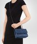 BOTTEGA VENETA BABY OLIMPIA TASCHE AUS INTRECCIATO NAPPA IN PACIFIC Shoulder Bag Damen ap