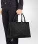 BOTTEGA VENETA TOTE BAG AUS INTRECCIATO NAPPA IN NERO Shopper Herren ap