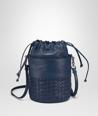 BUCKET BAG AUS INTRECCIATO NAPPA UND KALBSLEDER IN PACIFIC