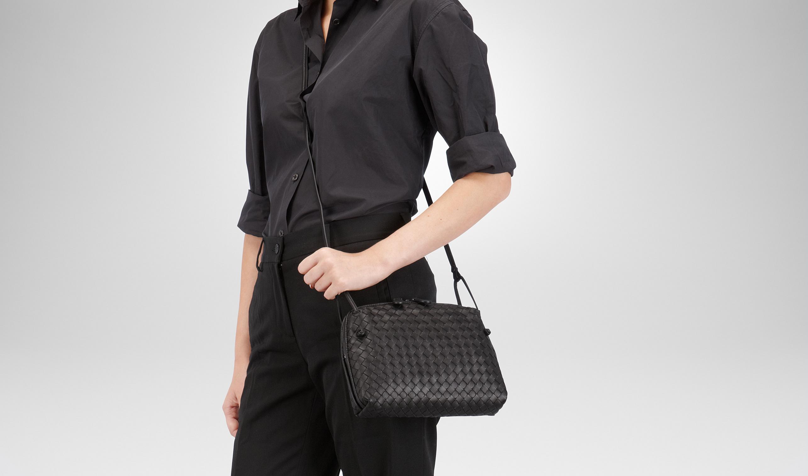 Messenger Mini Intrecciato Leather Shoulder Bag - Black Bottega Veneta TODNHlbCo