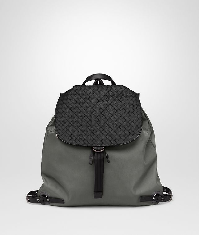 BOTTEGA VENETA BACKPACK IN NEW LIGHT GREY TECHNICAL CANVAS AND NERO INTRECCIATO CALF Backpack Man fp