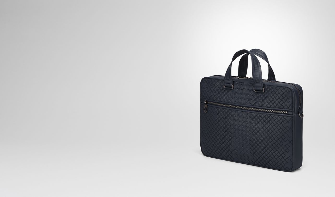 briefcase in prusse intreccio aurelio calf, embroidery detail landing