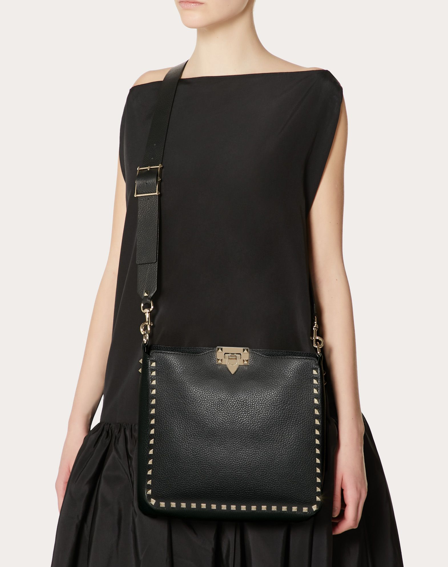 VALENTINO Textured leather Logo Studs Framed closure Internal pocket Removable shoulder strap  45353902uq