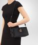 BOTTEGA VENETA MEDIUM CLUTCH BAG IN NERO INTRECCIATO NAPPA LEATHER Borsa a Tracolla Donna lp