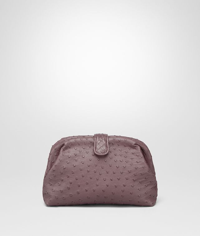 BOTTEGA VENETA THE LAUREN 1980 CLUTCH AUS STRAUSSENLEDER IN GLICINE Clutch Damen fp
