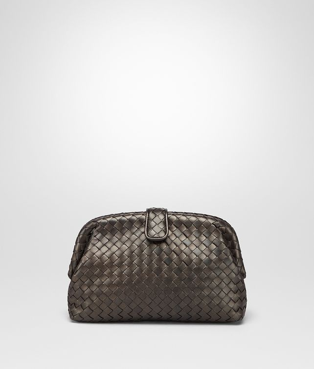 BOTTEGA VENETA THE LAUREN 1980 CLUTCH AUS INTRECCIATO NAPPA IN DARK BRONZE Clutch D fp
