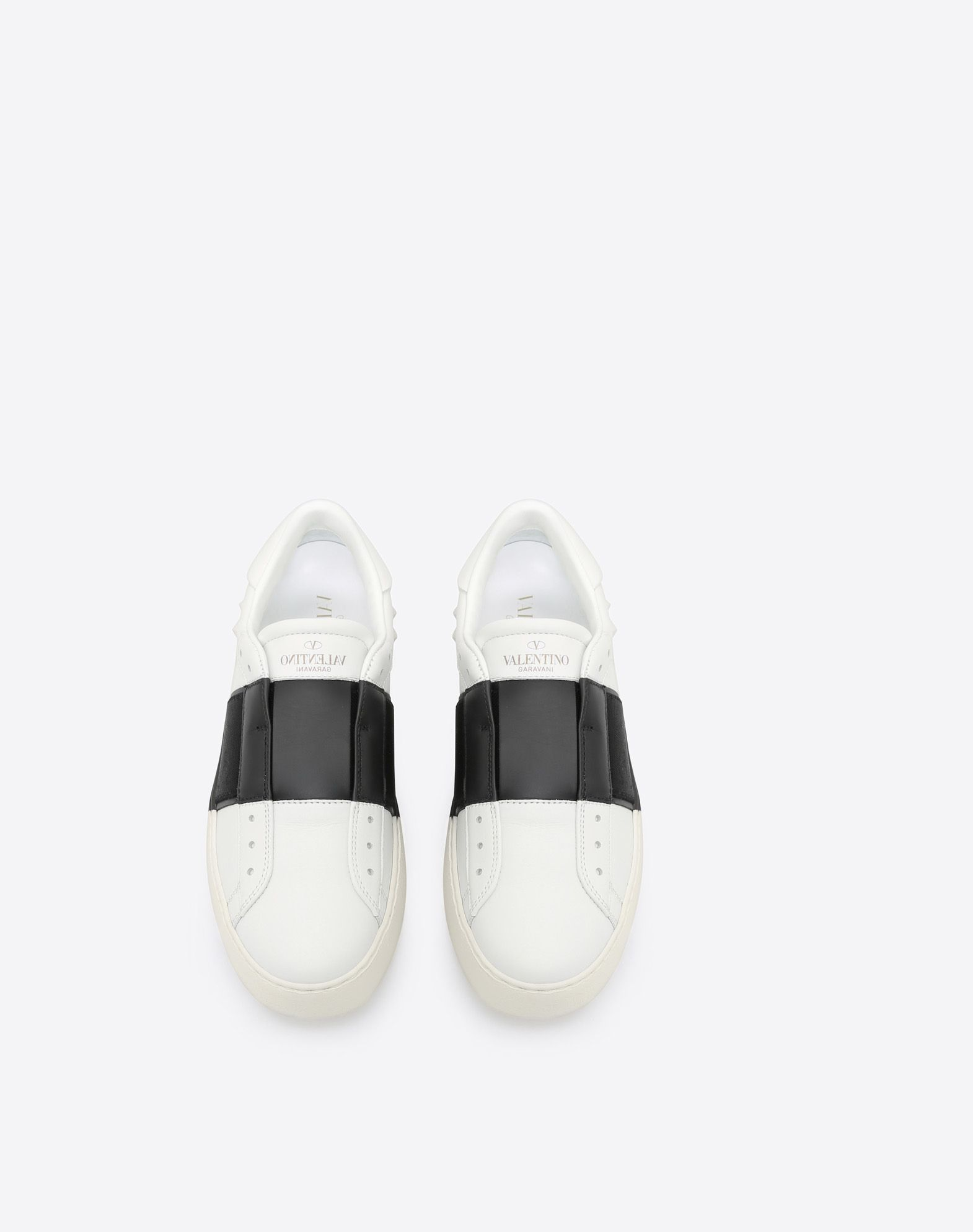 VALENTINO Two-tone Visible logo  Round toeline Rubber sole  45366845ik