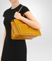 BOTTEGA VENETA BORSA SHOPPING IN NAPPA OCRE Borsa Shopping Donna lp