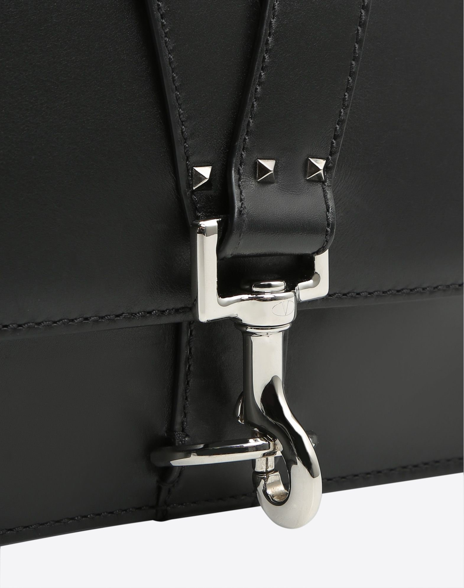 VALENTINO Clasp closure Lined interior  45367050ed