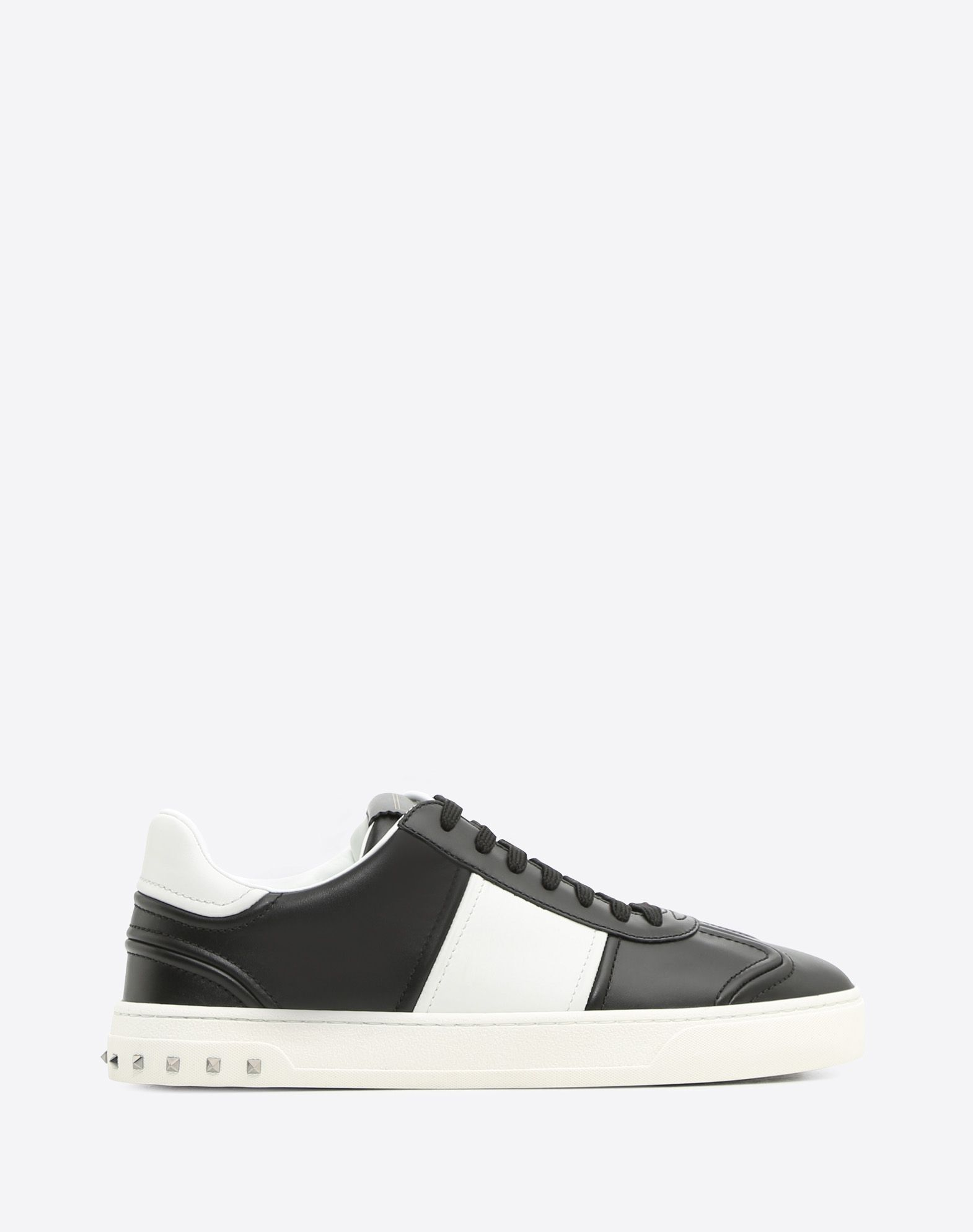 VALENTINO Two-tone Visible logo  Round toeline Leather lining Laces Flat Rubber cleated sole Studs  45368597mr