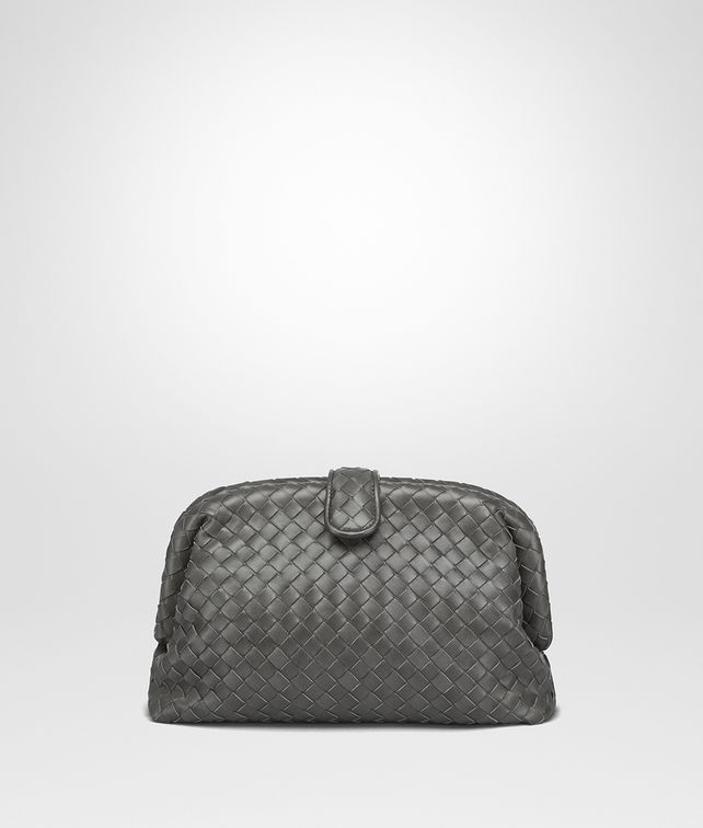 BOTTEGA VENETA POCHETTE THE LAUREN 1980 EN CUIR NAPPA INTRECCIATO LIGHT GREY SUR LE DESSUS Pochette et sac du soir [*** pickupInStoreShipping_info ***] fp