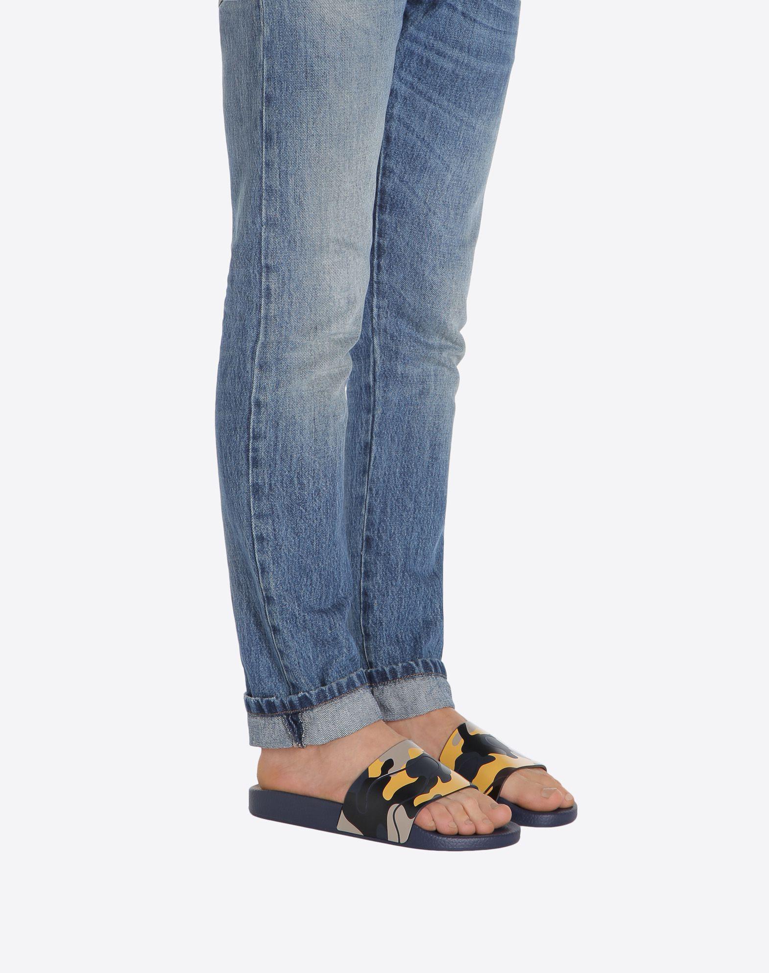 VALENTINO GARAVANI UOMO Camouflage 拖鞋式凉鞋 橡胶拖鞋式凉鞋 U a