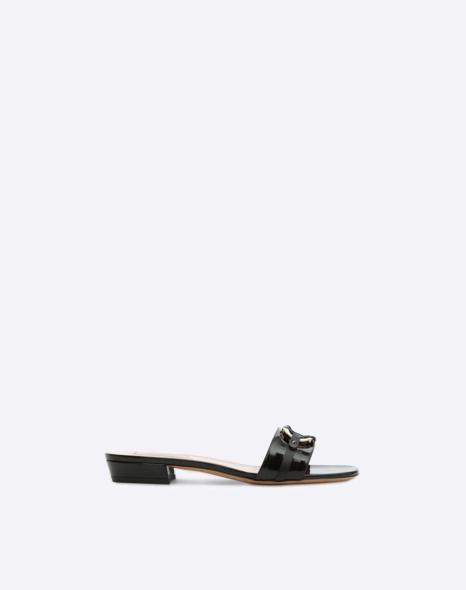 VALENTINO 漆面效果 金属细节装饰 单色 方型鞋跟  45387767pp
