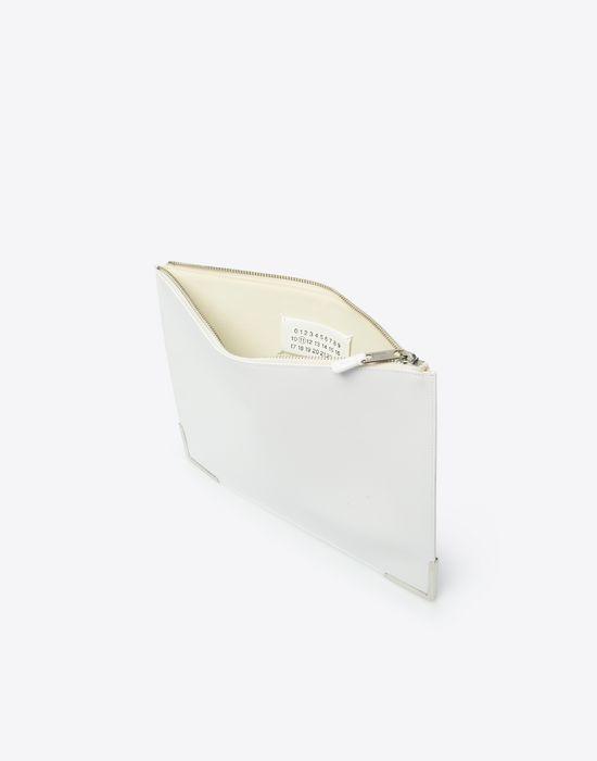 maison margiela pochette en cuir de veau avec une fermeture clair homme store officiel. Black Bedroom Furniture Sets. Home Design Ideas