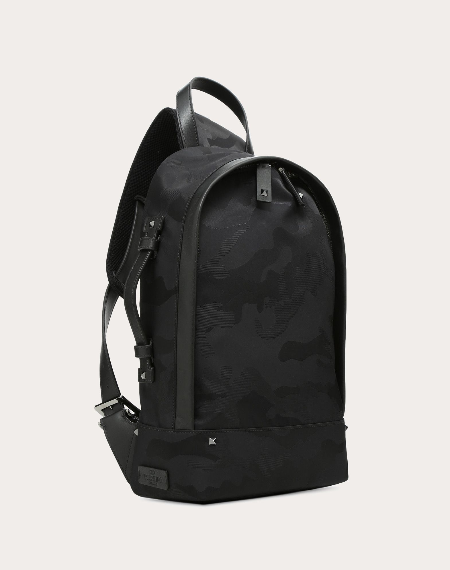 Valentino Black camouflage one-shoulder backpack ZtGow6DQv