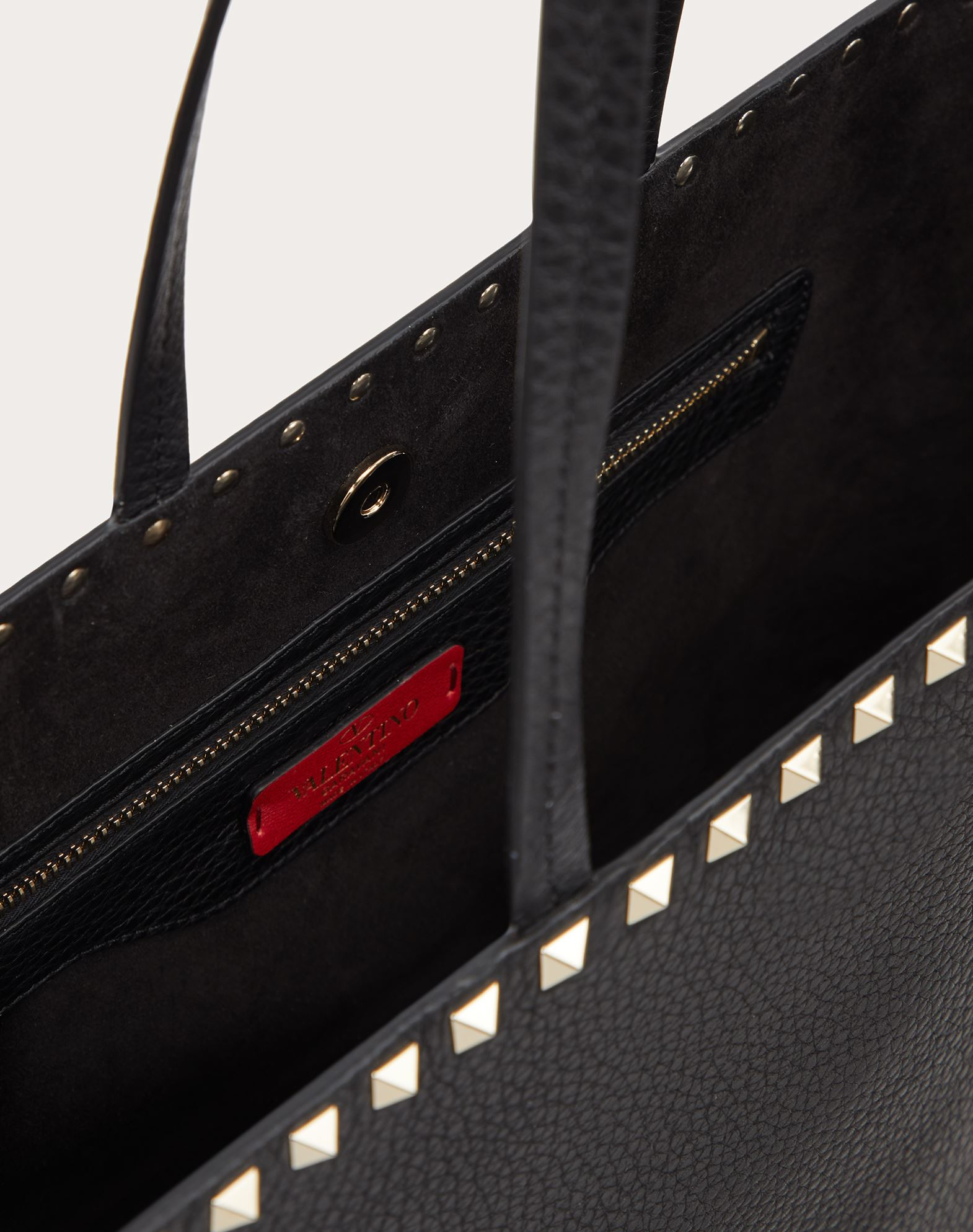 VALENTINO Leather Textured leather Metal Applications Logo Solid colour Magnetic closure Leather lining  45397387mb
