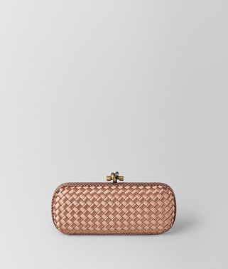 STRETCH KNOT CLUTCH AUS INTRECCIATO IMPERO IN DAHLIA