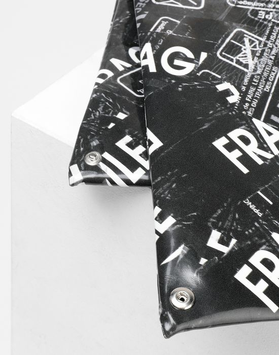 MM6 MAISON MARGIELA Fragile-print Japanese bag Handbag [*** pickupInStoreShipping_info ***] e