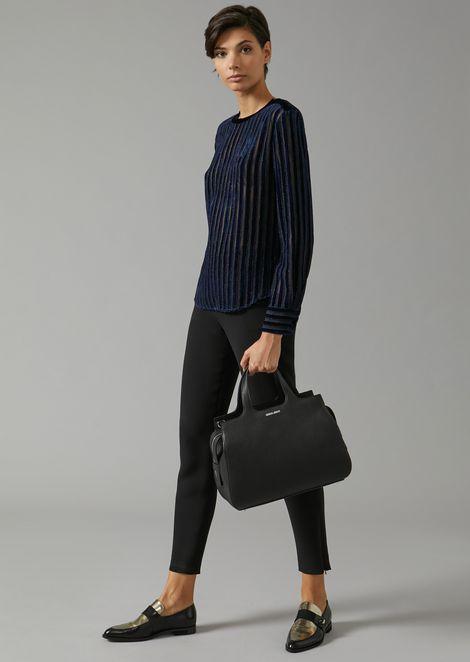 Grainy leather handbag with removable shoulder strap