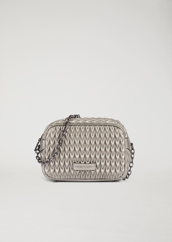 9268e36ffe Mini Crossbody Bag mit Steppung und dreieckigem Verschluss