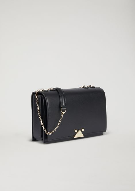 Shoulder bag in smooth leather with chain strap